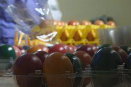 Крашеные варёные яйца – новинка в магазинах Нигерии