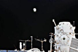 Космонавты Роскосмоса запустили первый наноспутник, напечатанный на 3D-принтере