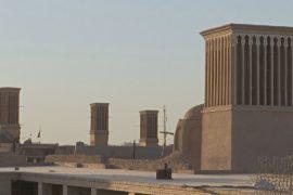 Древняя архитектура иранского города спасает людей от жары