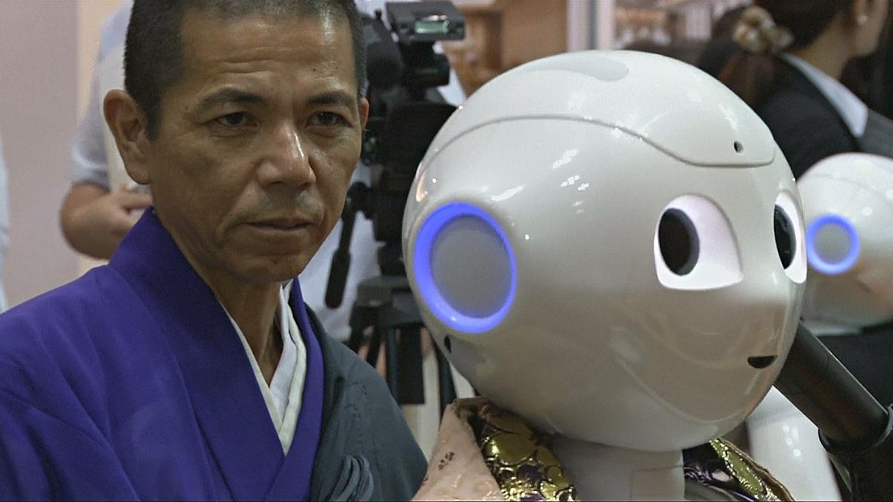 Зачем в Японии создали робота-священника?
