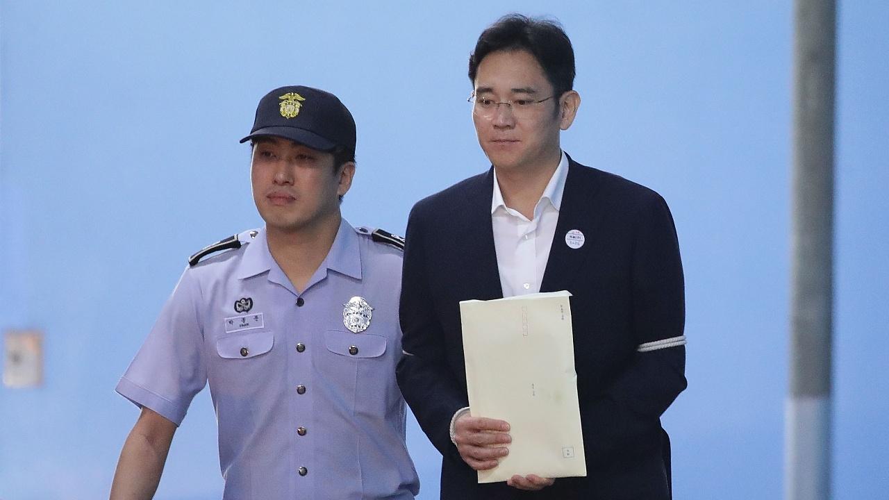 Главу Samsung приговорили к 5 годам тюрьмы за взятки