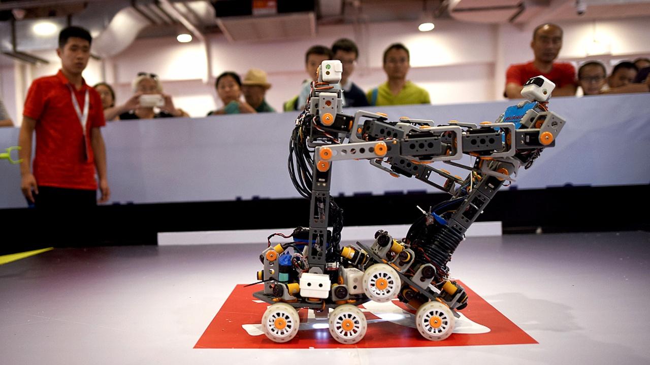 На соревнованиях в Пекине сразились боевые роботы