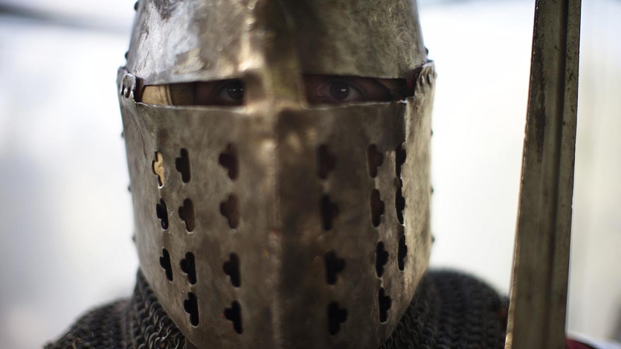 Поклонники Средневековья сразились на мечах и булавах в Сербии