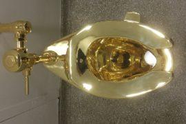 Зачем в музее Нью-Йорка установили золотой унитаз?