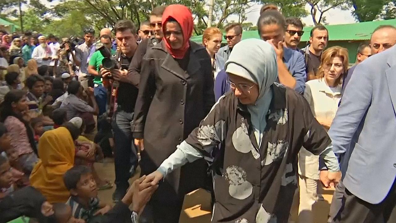 Супруга и сын Эрдогана навестили беженцев-рохинджа в Бангладеш