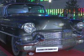 Десятки винтажных авто представили на выставке в Бейруте