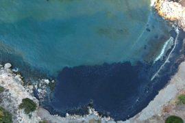 Затонул танкер: нефтепродукты разлились у греческого острова Саламин