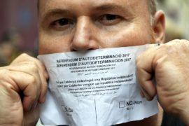 Испанская полиция изымает материалы активистов о независимости Каталонии