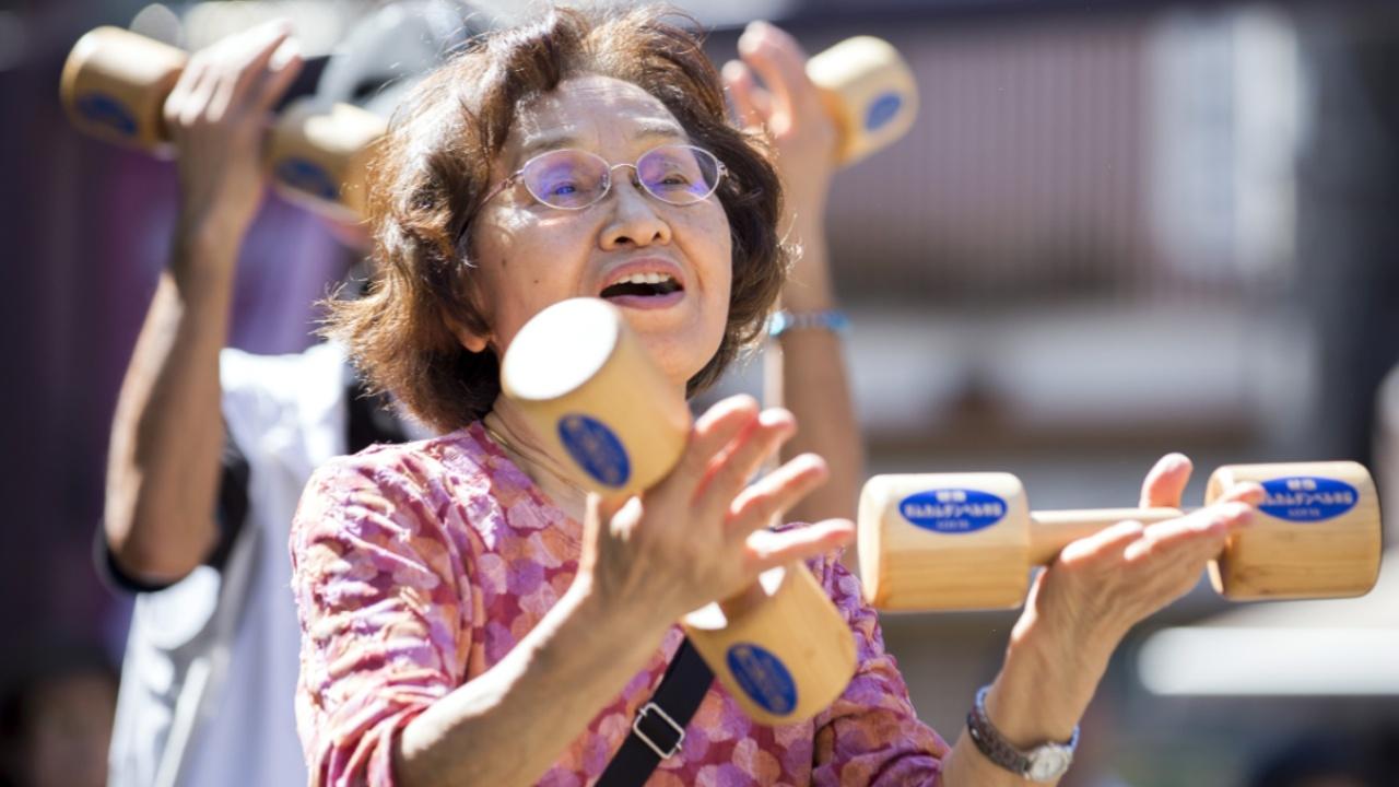 День почитания старших в Японии: как столетние бабушки тягают гантели