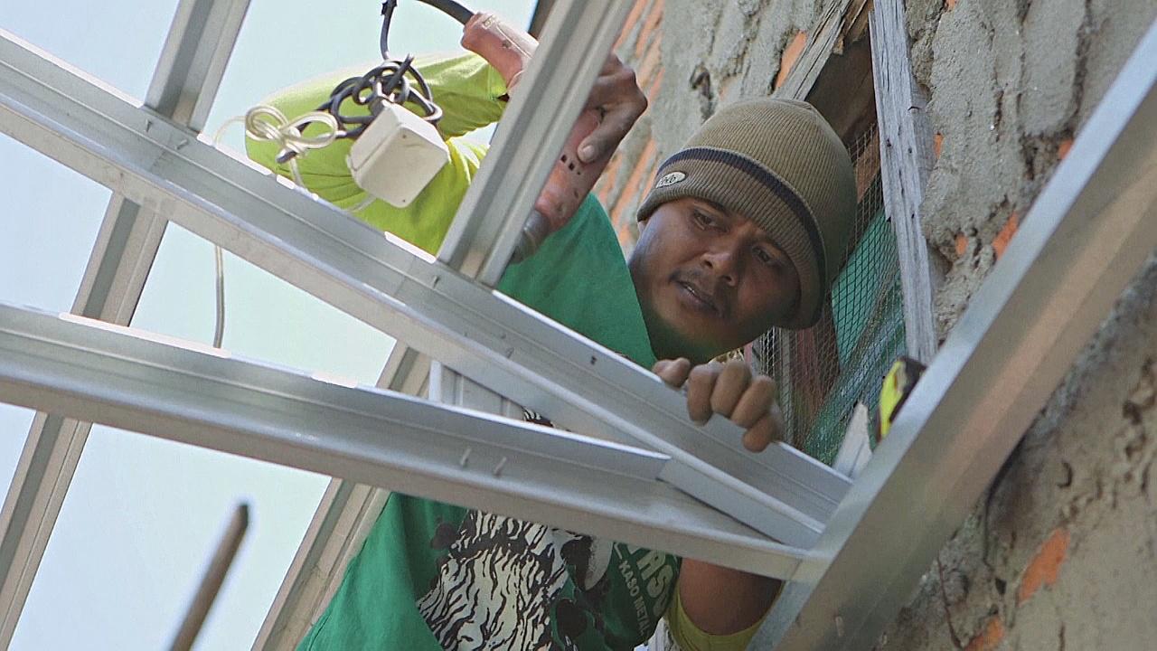В Индонезии беднякам бесплатно ремонтируют дома
