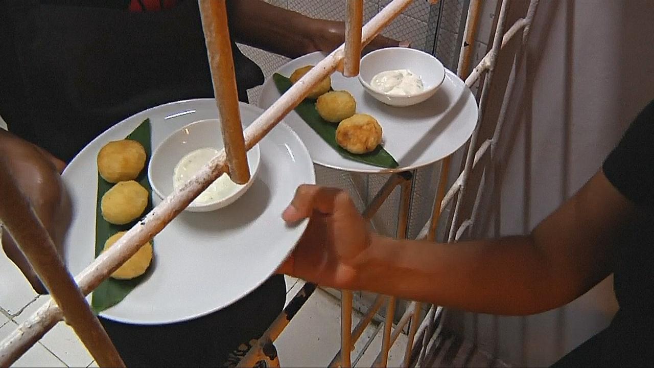 В колумбийском ресторане еду готовят заключённые