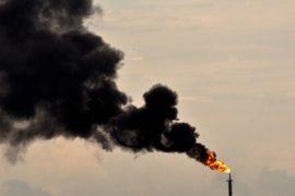 ОПЕК и другие экспортёры обсуждают новые урезания добычи нефти