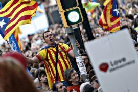 Десятки тысяч каталонцев протестуют в преддверии референдума о независимости