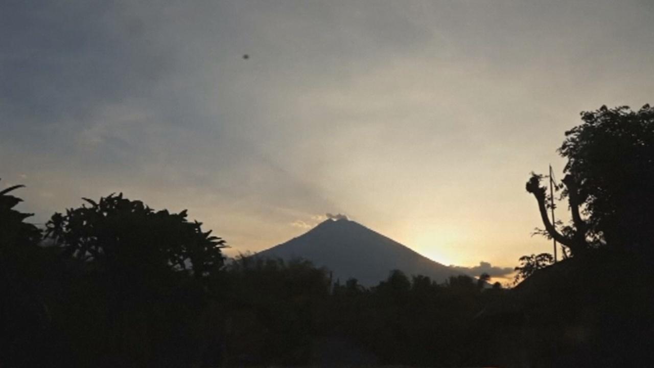 На Бали эвакуируют людей из-за опасности извержения вулкана Агунг