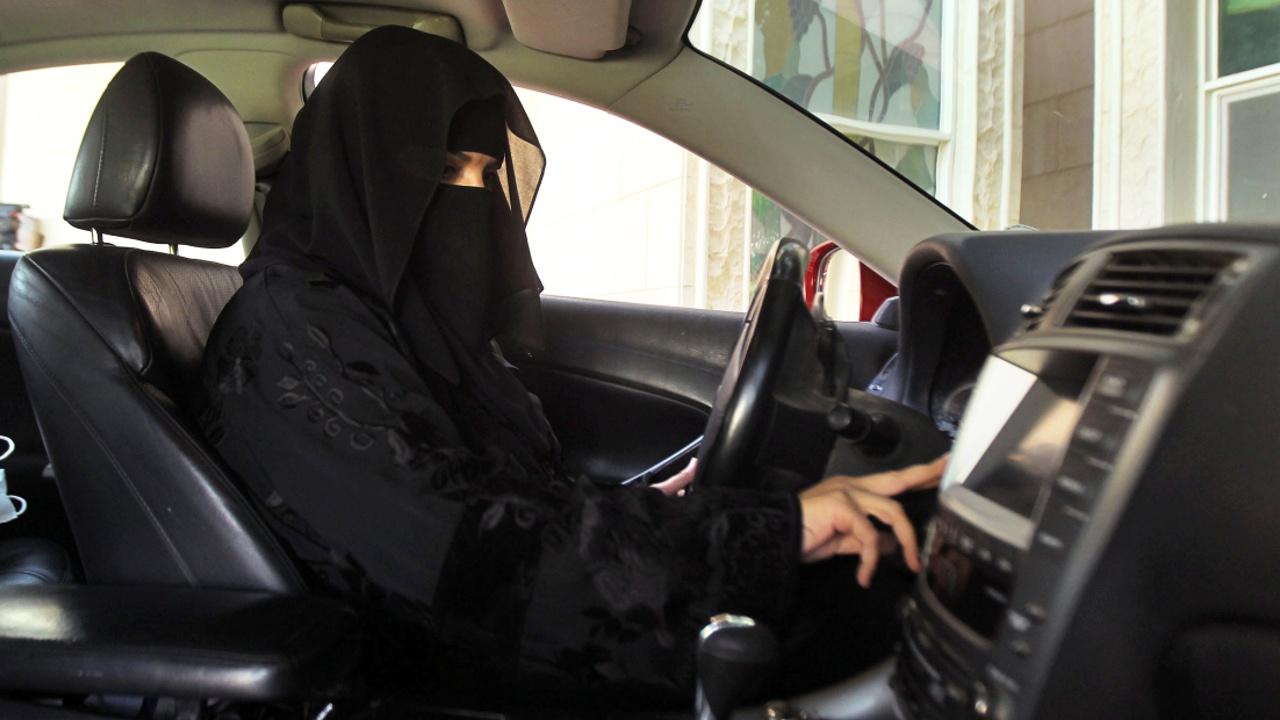 Саудовский король разрешил женщинам водить автомобили