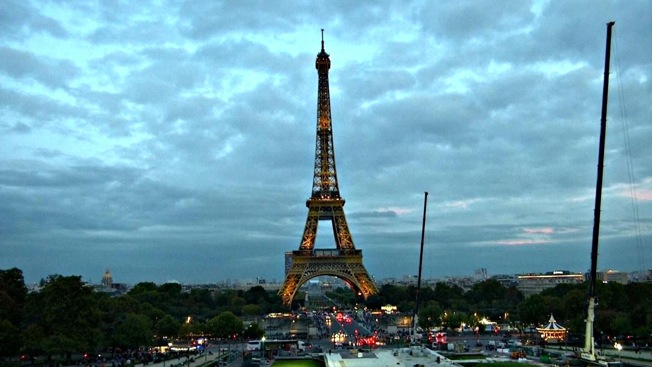 Эйфелеву башню посетило 300 миллионов человек