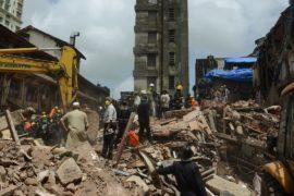 Погибших в результате обрушения здания в Мумбаи уже 34