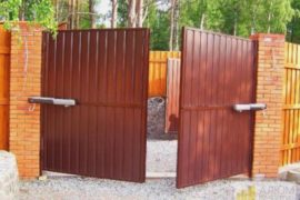 В чем заключается разница между откатными и распашными воротами? Ответ экспертов Alumdevelop.ru