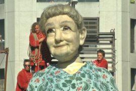 Гигантские марионетки прогулялись по Женеве