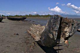 Пограничники Бангладеш уничтожают лодки беженцев-рохинджа