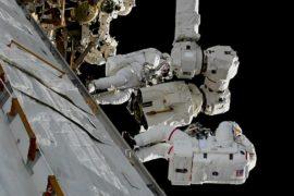 Астронавты НАСА отремонтировали манипулятор МКС в открытом космосе