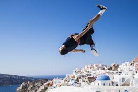 Мастера фрирана показали захватывающие трюки на острове Санторини
