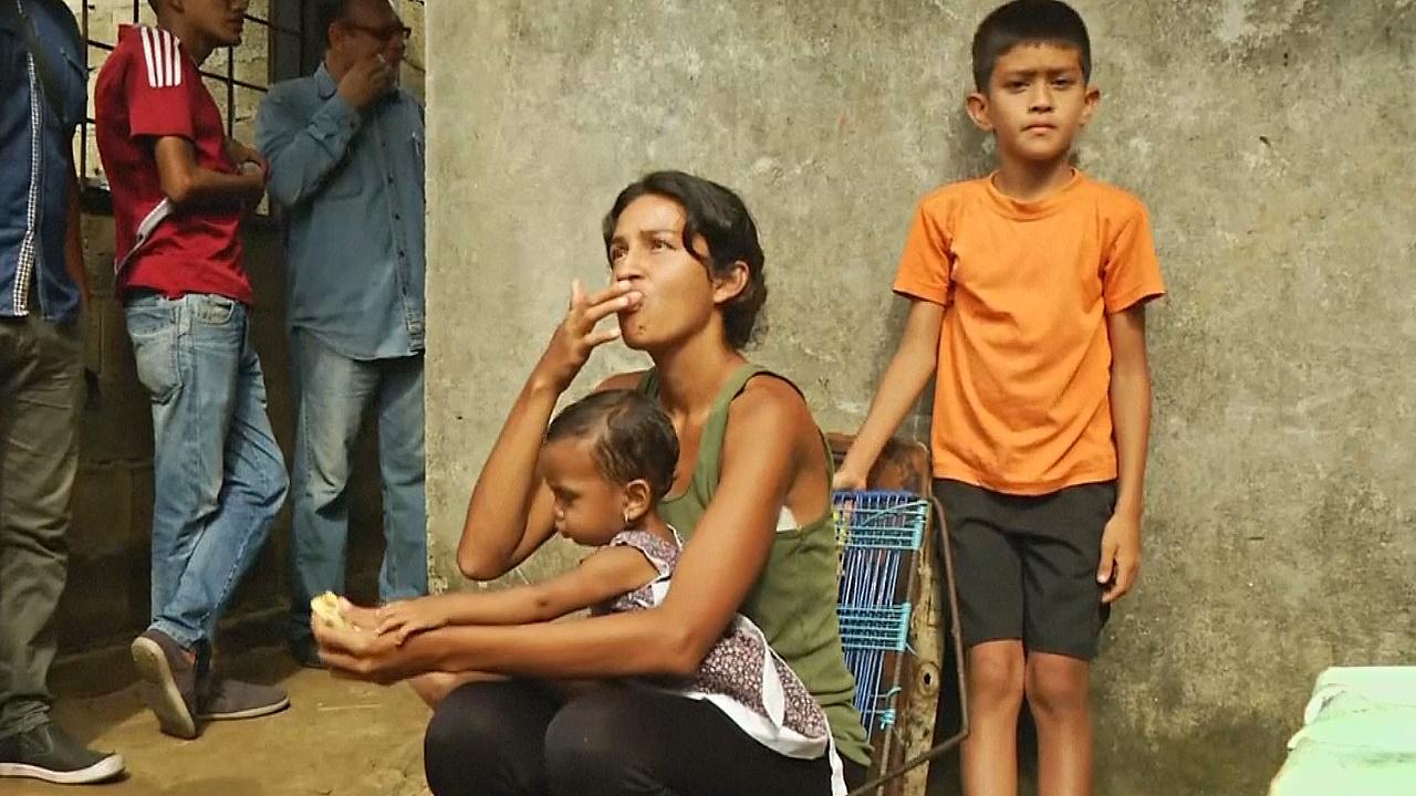 Выборы в Венесуэле: власти заманивают избирателей едой