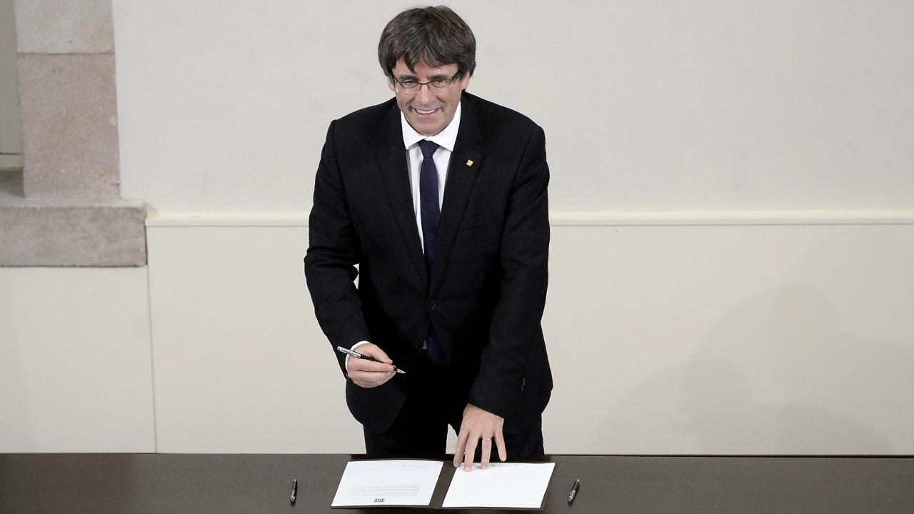 Лидер Каталонии провозгласил независимость и тут же её заморозил