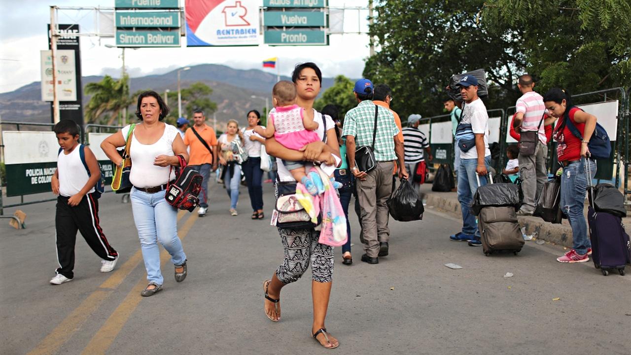 Страдания венесуэльцев: ни еды, ни виз