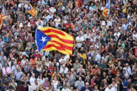 Масштабный протест против отставки властей Каталонии прошёл в Барселоне