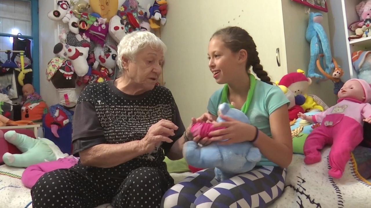 Израильская бабушка стала «кукольным доктором»
