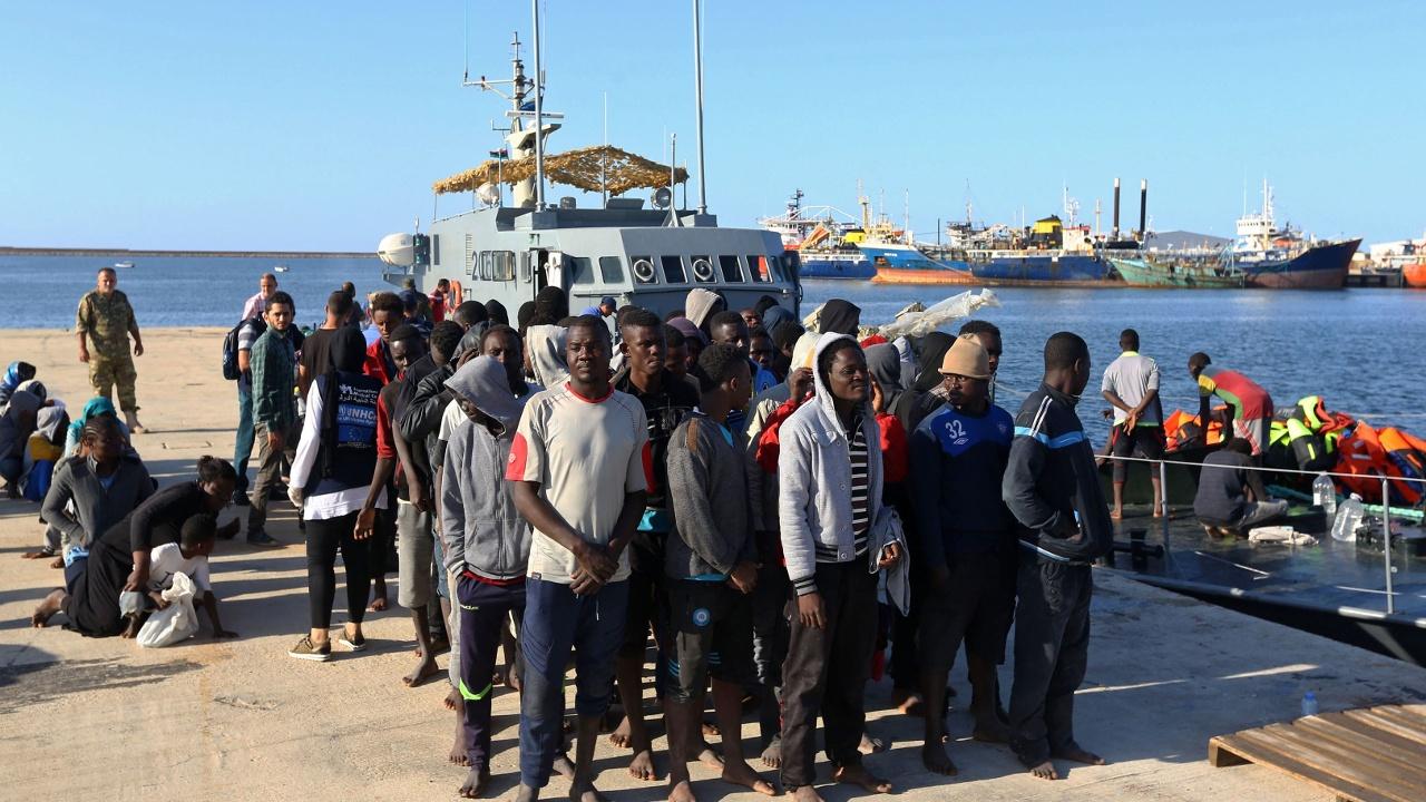 Сотни мигрантов перехватили у побережья Ливии