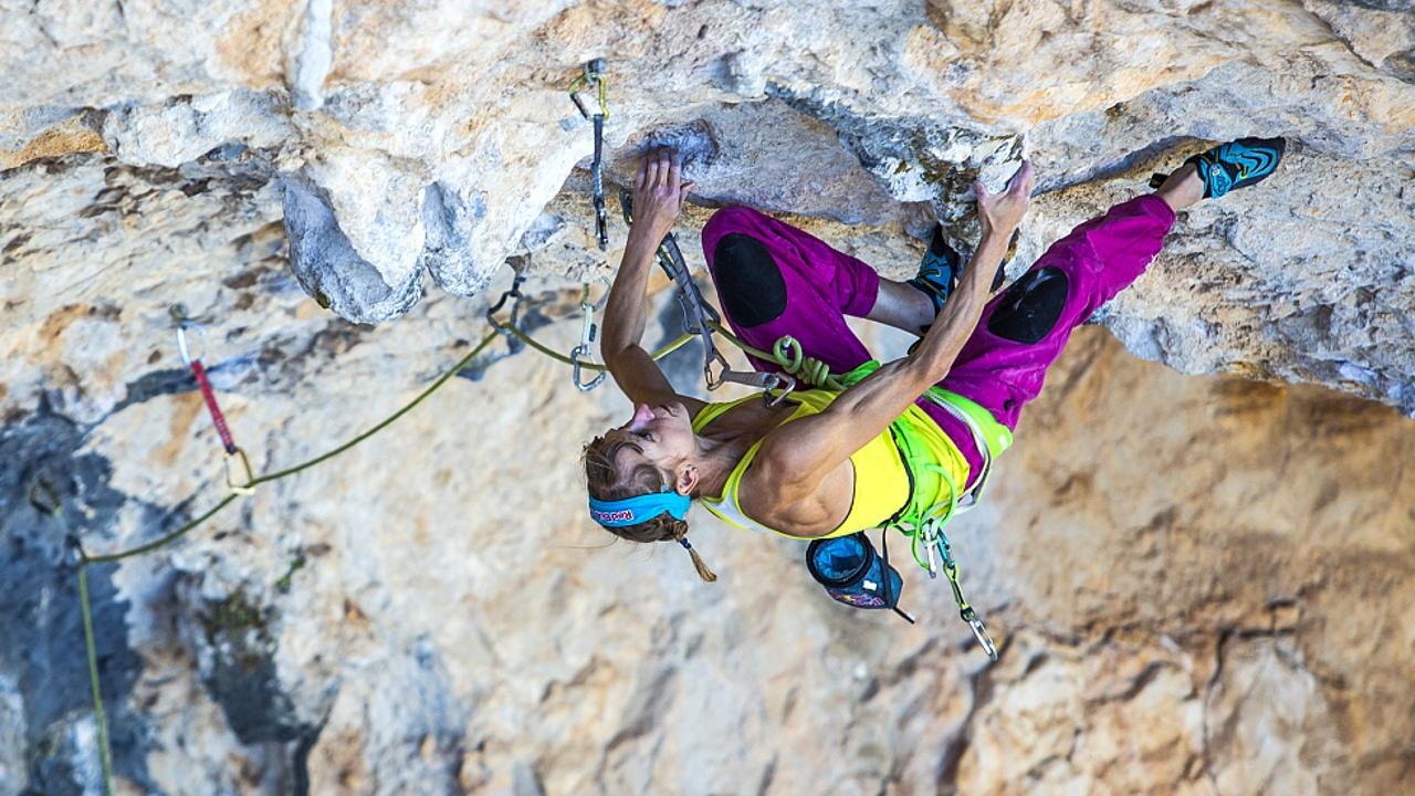 Австрийская скалолазка первой среди женщин прошла сложный маршрут 9b