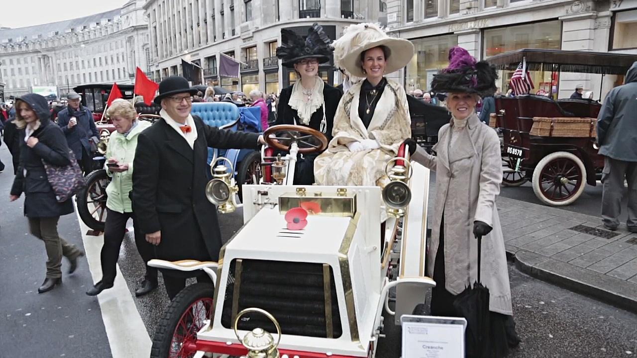 Выставку ретроавтомобилей провели прямо на улице Лондона