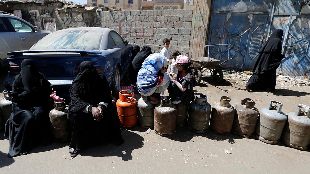В Йемене подорожало топливо после закрытия портов Эр-Риядом