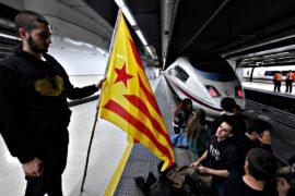 Студенты заблокировали движение поездов в Барселоне и Жироне