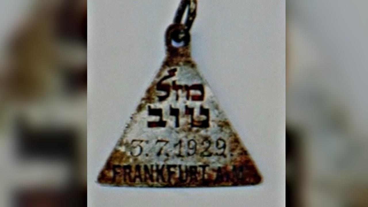 На месте концлагеря Собибор нашли такой же кулон, как у Анны Франк