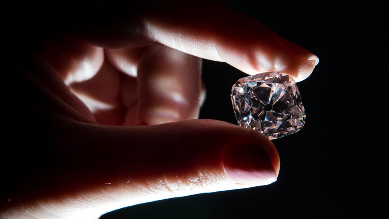 Бриллиант «Великий Мазарини» продали с аукциона за почти $15 млн