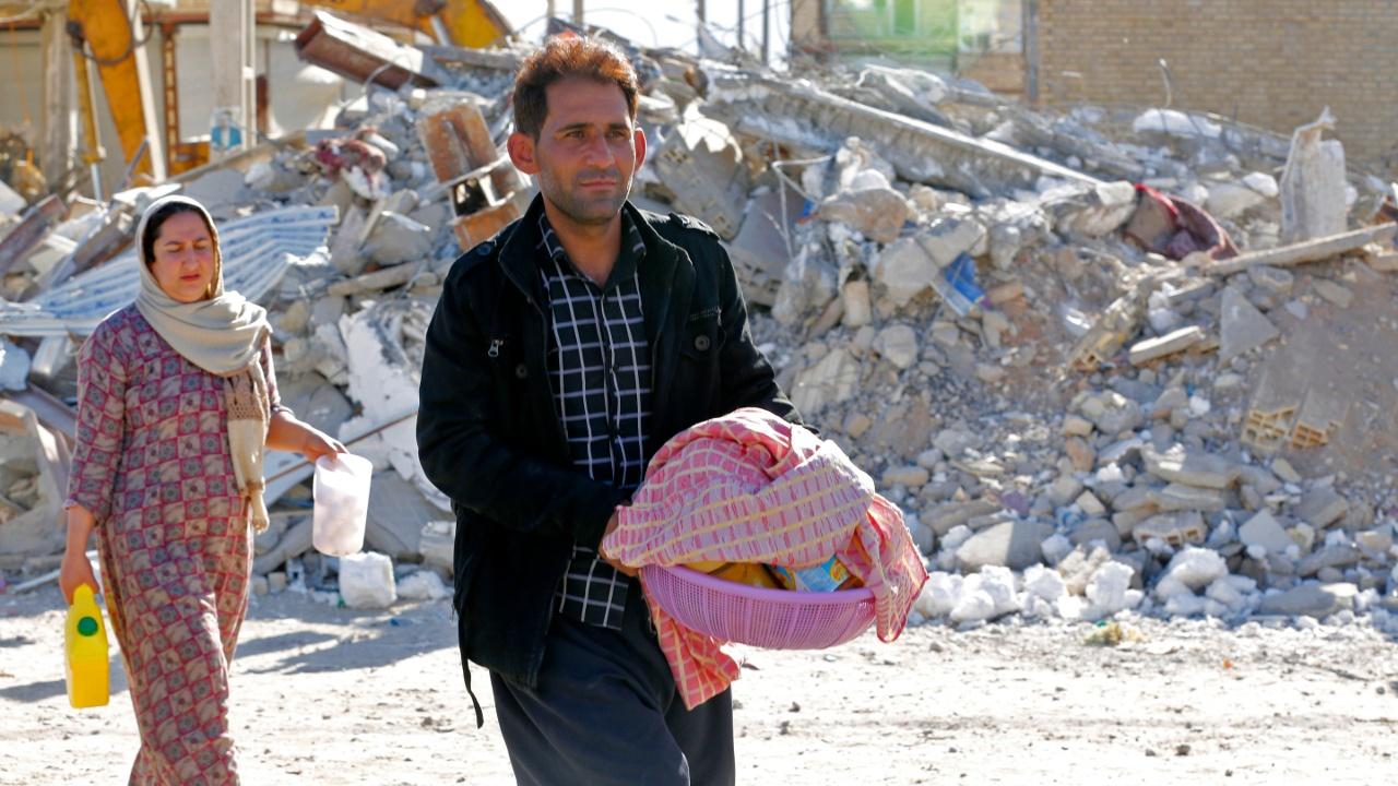 Пострадавшие от землетрясения иранцы просят помощи
