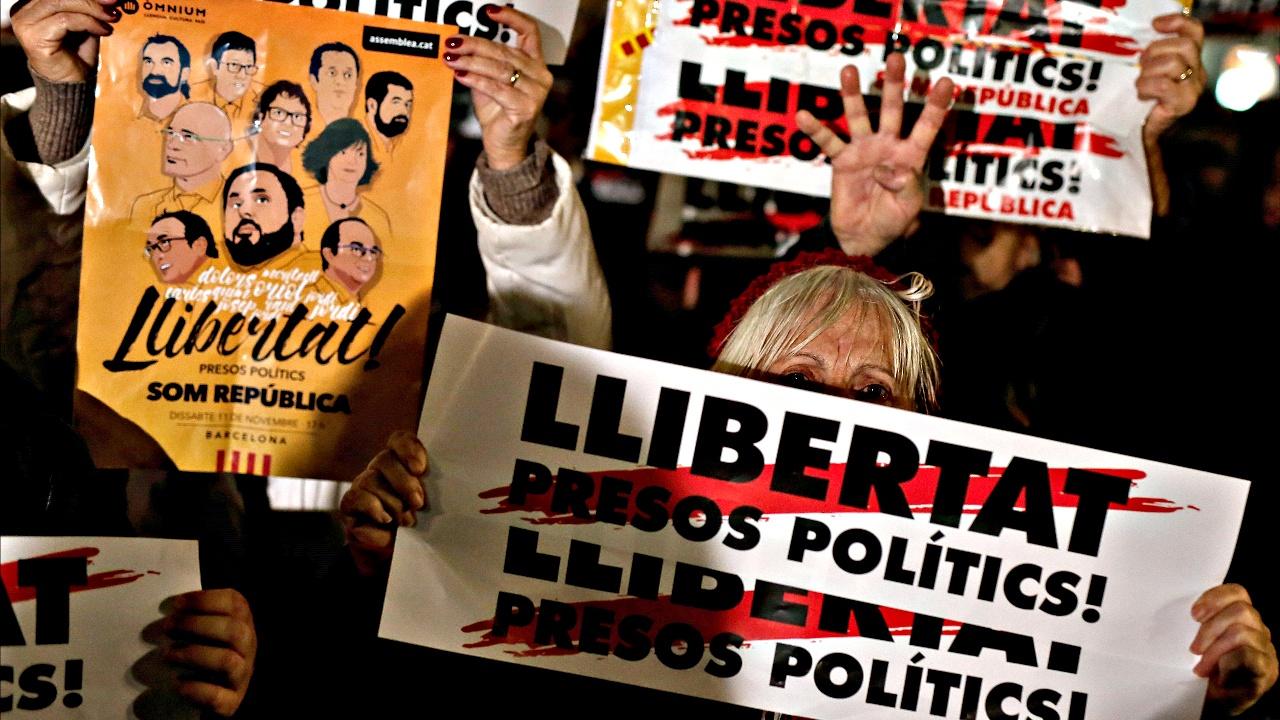Каталонцы потребовали освободить двух заключённых активистов