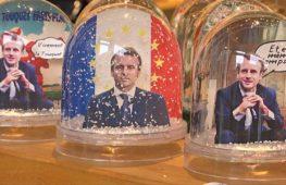 Снежные шары с Макроном – популярнейшие сувениры во Франции