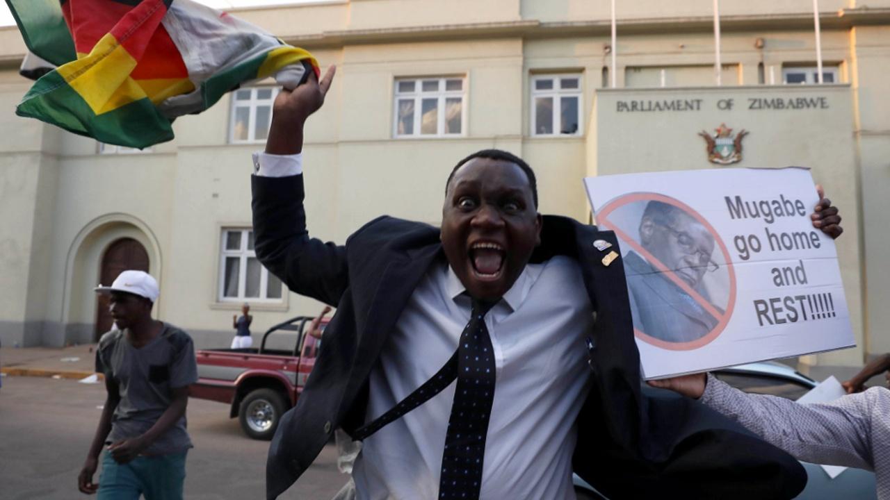В Зимбабве празднуют отставку Роберта Мугабе