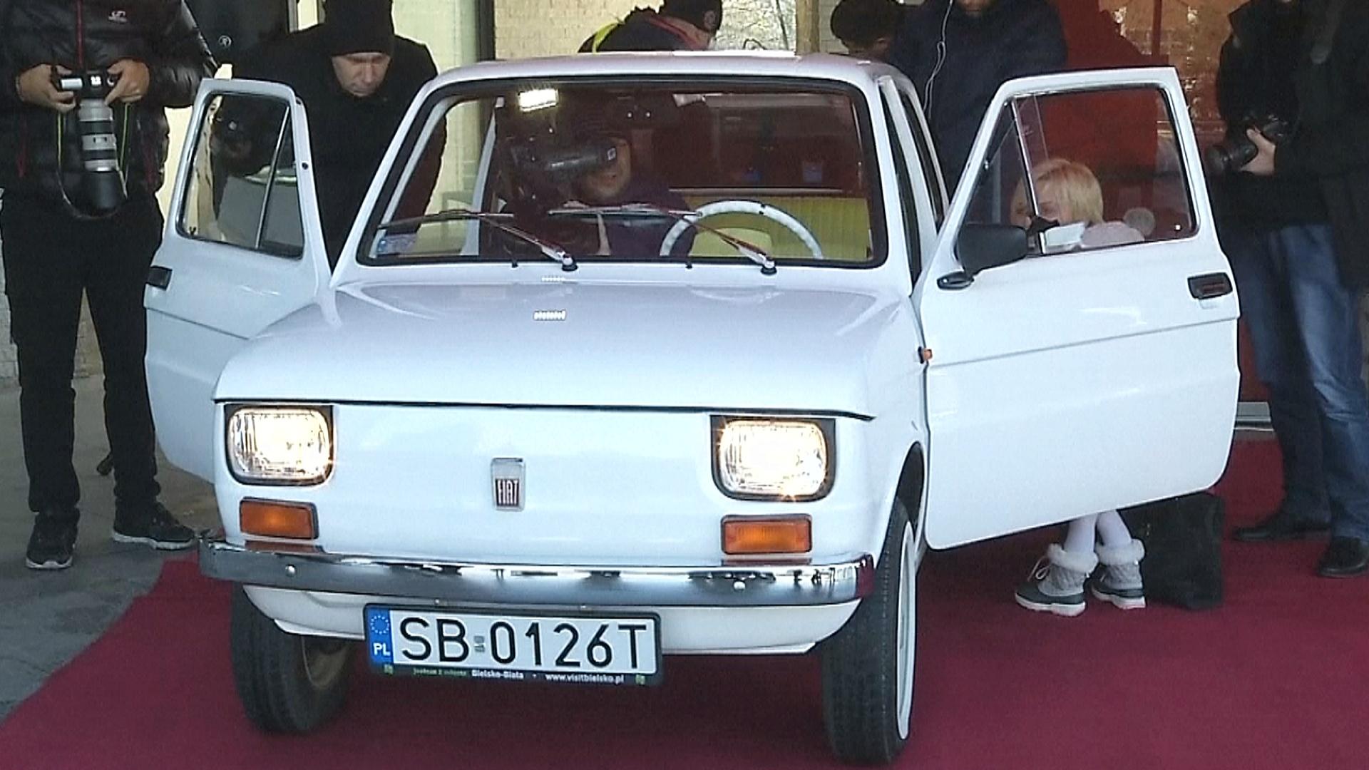 Ретро-Fiat, который подарят Тому Хэнксу, сначала послужит благотворительности