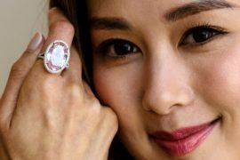 Редкий розовый бриллиант продали за $32 млн на аукционе Christie's