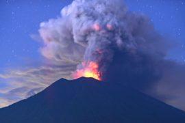 Вулкан Агунг не напугал: балийцы и туристы сохраняют спокойствие