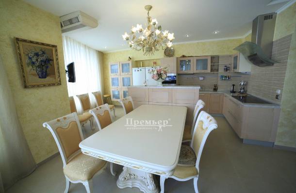 4-комнатная квартира на проспекте Шевченко, г.Одесса