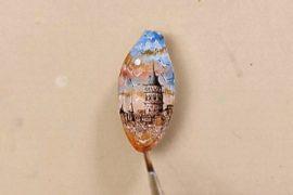 Турецкий художник создаёт крошечные картины на семечках и спичках