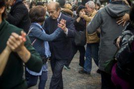 Аргентинское танго массово станцевали на улицах Буэнос-Айреса