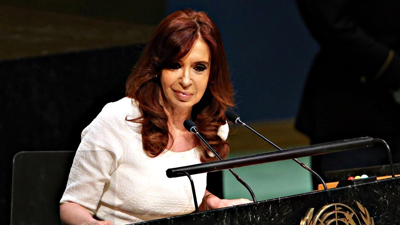 Экс-президента Аргентины Кристину Киршнер обвиняют в измене Родине
