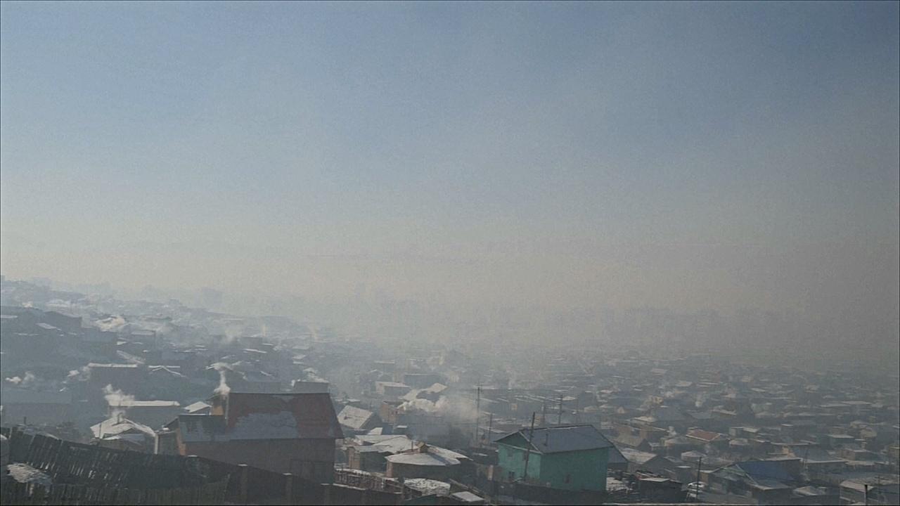 С наступлением холодов в Монголии задыхаются от смога